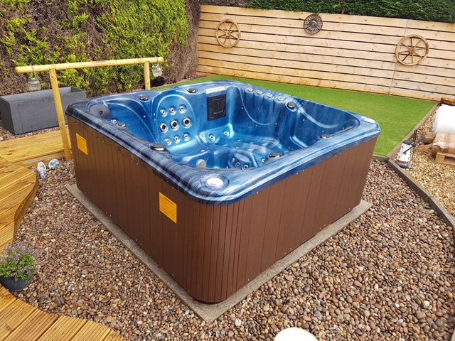 hot tubs, 6 seat hot tubs, Jacuzzi, hot tub