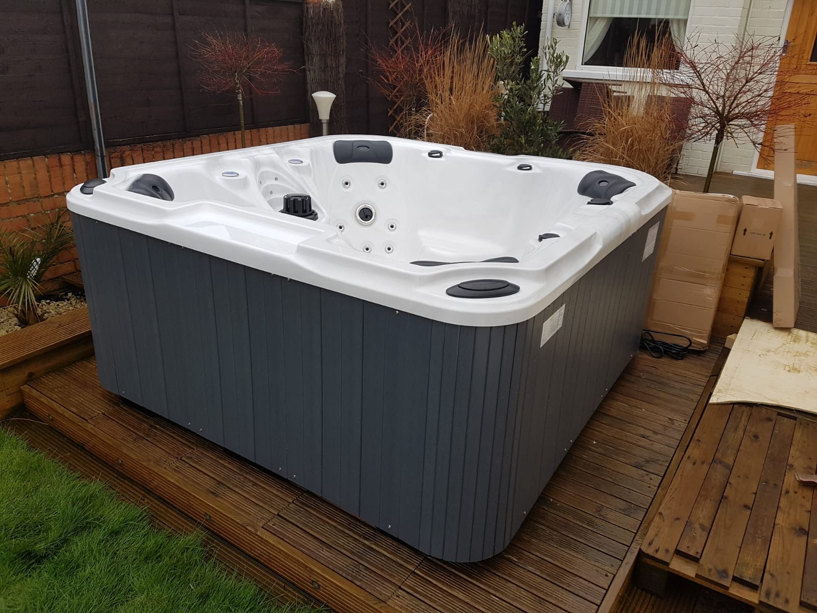 Plug and Play Hot Tub, 4 seat hot tub, hot tub, hot tubs, Jacuzzi