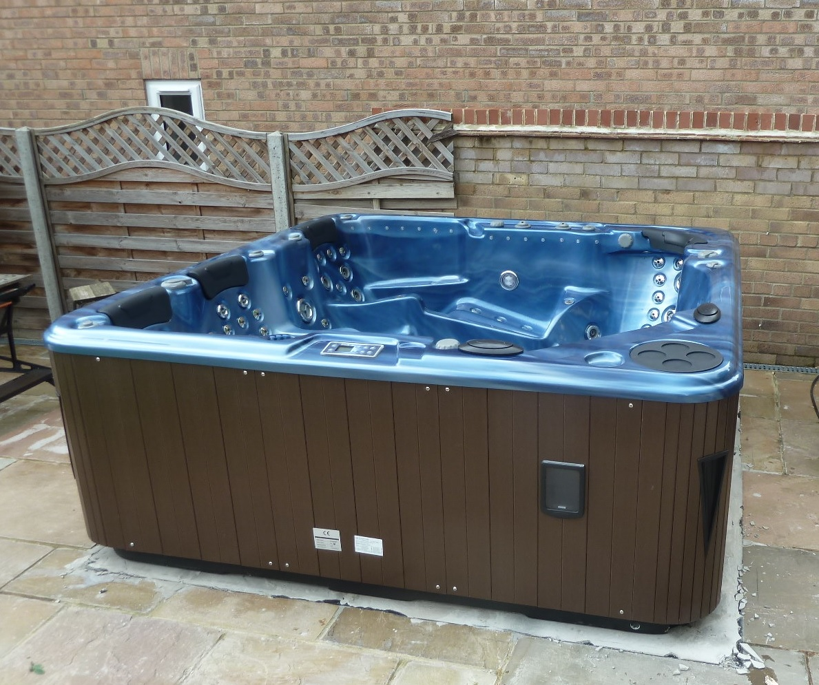 Ultimate Hot Tub 7 Seats, Delivered Suffolk 24th June 2016