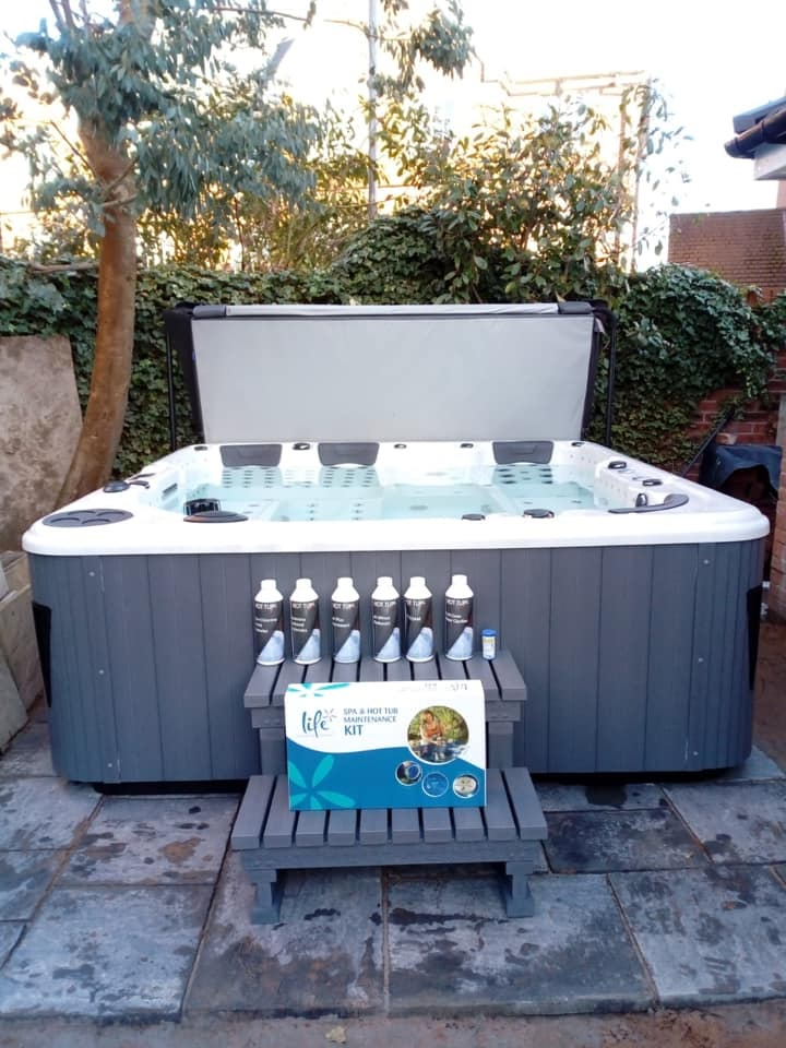 large hot tub, 7 seat hot tub, 32amp hot tub, hot tub, hot tubs, jacuzzi
